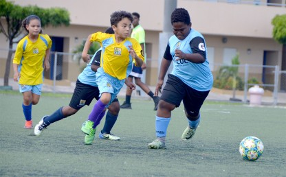 Defending Champions through to Semifinals