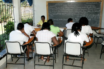 Jamaican teachers threaten to strike