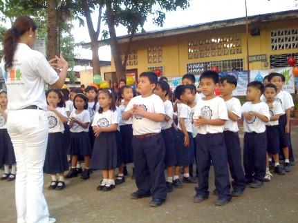 Filipino children delay on school return