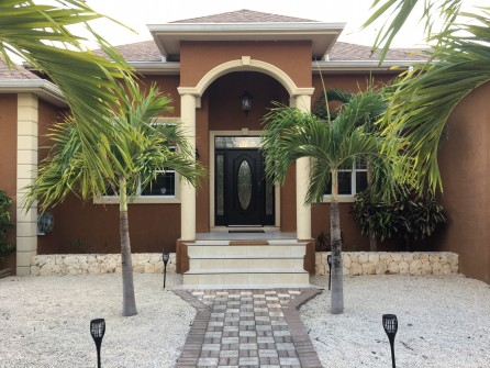 Stones Throw - Executive Family Home - 1287 Rum Point Drive